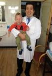 TESTIS - 18 Aylık Bebeğe İlk Kez Robotik Cerrahiyle İnmemiş Testis Ameliyatı Yapıldı