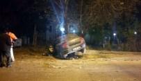 Başkent'te Kontrolden Çıkan Otomobil Demir Korkuluklara Girdi