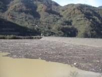 Sel Suları İle Gelen Kirlilik Muratlı Barajı'nı Çöplüğe Döndürdü