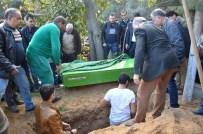 ŞIZOFRENI - KKTC'de Öldürülen Üniversite Öğrencisi, Babasının Yanına Defnedildi