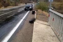 BURAK YILDIRIM - Kelkit Yolunda Kaza Açıklaması 2 Yaralı