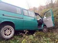 KOZCAĞıZ - Tır İle Çarpışan Minibüs Tarlaya Uçtu Açıklaması 2 Yaralı