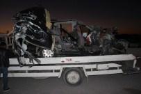 YAVUZ ÇETİN - Otoyolda Kaza Açıklaması 2 Ölü, 2 Yaralı