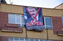 ALPERENLER - Eskişehir Alperen Ocakları Destici'nin İstifası İçin Pankart Astı