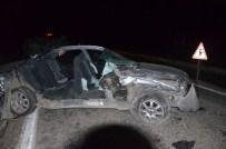 Otomobil Traktöre Çarptı Açıklaması 3 Yaralı