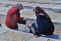 SALIH ALTUN - Şehidin Mezarını 40 Yıl Sonra Ziyaret Ettiler