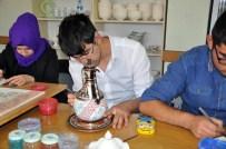 Engellerini Çini İşleyerek Unutuyorlar