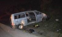 HASAN GÜNDÜZ - İzmir'de Minibüs İle Otomobil Çarpıştı Açıklaması 2 Ölü, 12 Yaralı