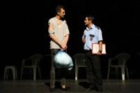 TUTUKLULUK SÜRELERİ - Maltepe'de 'Dikkat Sayım İçerde' Oyunu Tiyatroseverlerle Buluştu