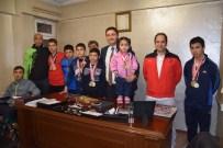 ENGELLİ YÜZÜCÜ - Engelli Yüzücü Merve Gençlikspor'un Maskotu Oldu