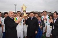 KOZCAĞıZ - Kozcağız Belediyespor'un Kupasını Milletvekili Tunç Verdi