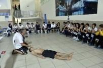 BRANŞ ÖĞRETMENİ - Öğrencilere Mamak Yüzme Havuzunda Can Kurtarma Eğitimi