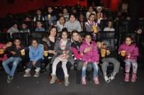 20 KASıM - Çocuklar Yazdı, Polis Ablaları Ve Ağabeyleri Sinemaya Götürdü