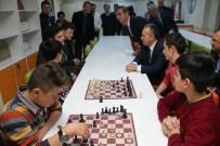 EBRU SANATı - Vali Ali Fidan, Gençlerle Bir Araya Geldi