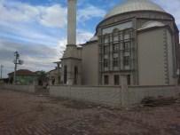 Kartepe Belediyesi Camilerde Çevre Düzenlemesi Yapıyor