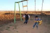 YALıNAYAK - Türkiye'yi Ağlatan Şehidin Yırtık Çoraplı O Çocukları Artık Okula Gidiyor