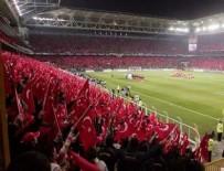 KADIN TARAFTAR - Futbol seyircisi arttı