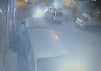 İstanbul'daki Araçların Kundaklanma Anı Kamerada
