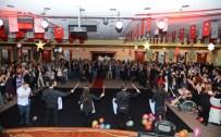 YILBAŞI PARTİSİ - Beylikdüzü Belediyesi Personeli Yılbaşı Partisinde Doyasıya Eğlendi