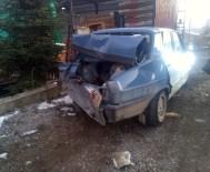 Taşköprü'de Kamyon Otomobile Çarptı Açıklaması 2 Yaralı