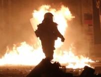 POLİSE SALDIRI - Atina'da olaylı yıldönümü