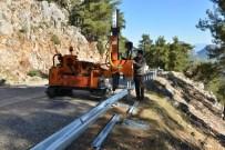 FESLIKAN - Konyaaltı Belediyesi'nden Feslikan Yayla Yoluna 'Çelik Bariyer'li Tedbir