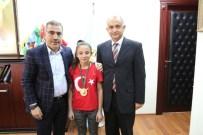 BILGE KAĞAN - Şampiyondan Başkan Çelikcan'a Ziyaret