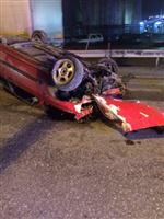 GOODYEAR - Bariyerlere Çarpan Otomobilin Sürücüsü Yaralandı
