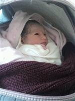 Kar Geçit Vermedi, Ambulansta Doğum Yaptı