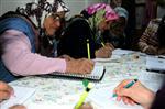 NURAY YıLMAZ - Gönüllü Olarak Köyde Okuma-yazma Öğretiyor