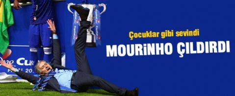 Mourinho kupa zaferinde kendinden geçti