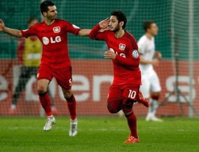 Hakan Çalhanoğlu frikikten attı Leverkusen turu kaptı