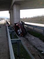 KAYADÜZÜ - Amasya'da Otomobil Köprü Ayağına Çarptı Açıklaması