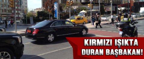Başbakan Davutoğlu kırmızı ışıkta durdu