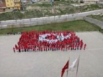 Öğrencilerden Dev Türk Bayrağı Figürü