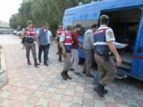 İzmir'de Jandarmadan Kaçak Göçmen Operasyonu