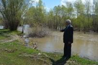 Tercan'da Yağmur Su Baskınlarına Neden Oldu