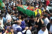 CENAZE ARABASI - Suriye'deki Çatışmada Ölen YPG'linin Cenazesi Cizre'de Defnedildi