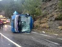 CEZAEVİ ARACI - Cezaevi minibüsü TIR'la çarpıştı: 3 ölü, 6 yaralı