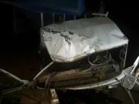 Çankırı'da Parti Bayrağı Asan Gençler Kaza Yaptı Açıklaması 4 Yaralı