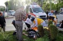 AHMET ÖZEL - Trafik Kazasında Can Pazarı Açıklaması 4 Yaralı