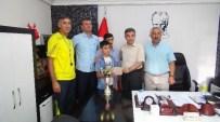 İŞİTME CİHAZI - Öğretmenler Turnuvadan Kazandıkları Para Ödülünü Engelli Öğrenciye Bağışladı