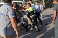 EHLİYETSİZ SÜRÜCÜ - Aracıyla Takla Atan Genç, Kendisini Hastaneye Götürmek İsteyen Polislere Direndi