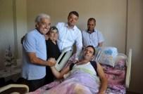 EDİP AKBAYRAM - Edip Akbayram'dan Hayranına Moral Ziyareti