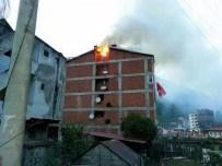 Dernekpazarı'nda Çatı Yangını