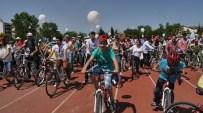 TRAKYA ÜNIVERSITESI - Sağlık Bakanlığı Edirne'de Gençlere Bisiklet Dağıttı