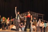 VEYSEL ÇIFTÇI - GKV'liler Oliver Twist Müzikalini Sahneledi