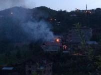 Trabzon'da 3 Ev Yandı