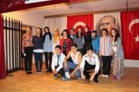 HAKAN YAVUZ ERDOĞAN - Ferizli'de Tiyatro Oyunu Sahnelendi