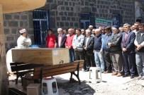 OSMAN GÜNAYDıN - ABD'de Trafik Kazasında Hayatını Kaybeden Aytekin Harşit Memleketi Giresun'da Toprağa Verildi